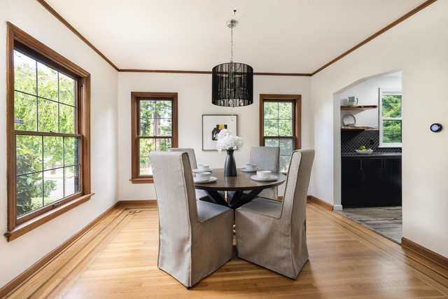 The Moody English home staging of the dining room