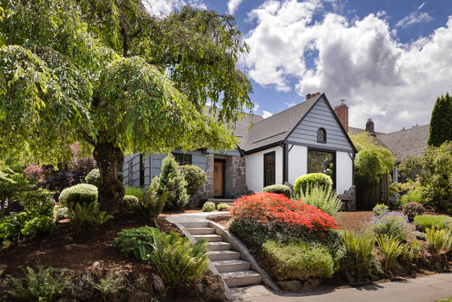 The Moody English home staging in Portland's Concord Neighborhood